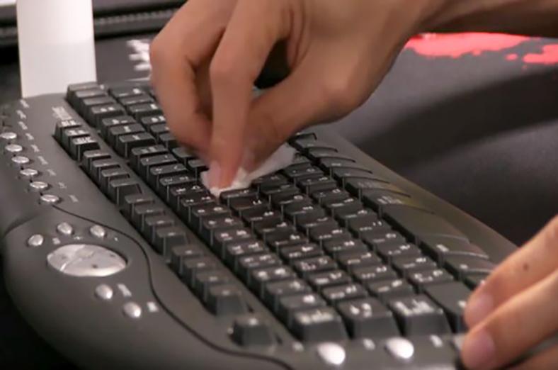 分解しないでも掃除ができる!パソコンのキーボードの汚れ メイン画像